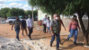 3A245884-E1EB-4516-9580-E6B90DCA8893-300x169 General Girão visita obras de pavimentação de ruas em Parelhas